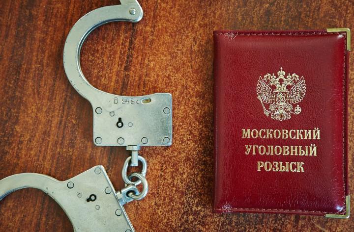 наручники и удостоверение