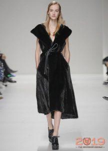 Длинный жилет-халат из натурального меха