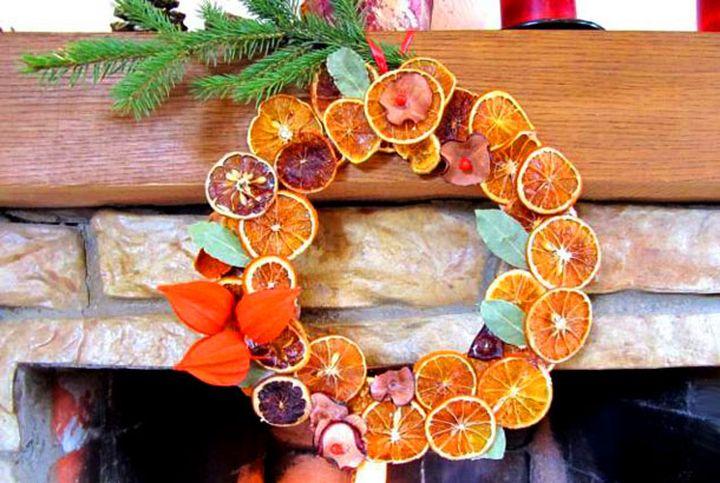 Новогодний венок из долек цитрусовых