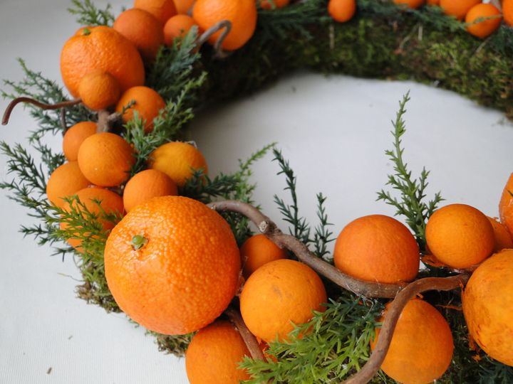 Новогодний венок из мандарин