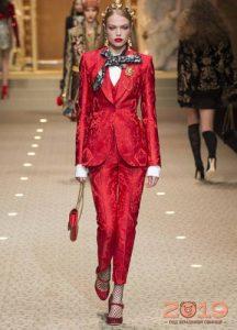Красный костюм для встречи Нового Года