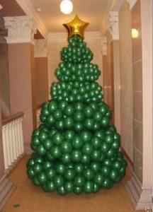 Елка из шариков для украшения офиса