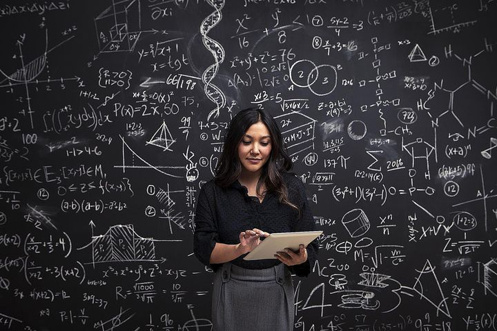 Девушка-математик