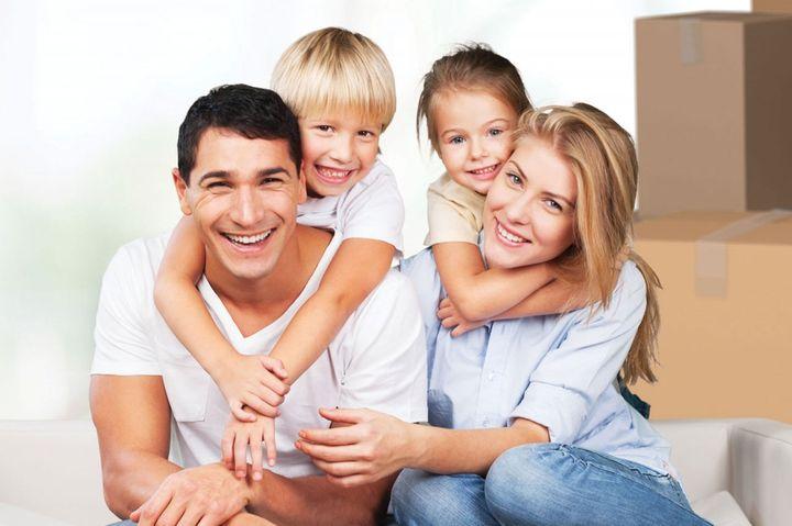 Пара с двумя детьми