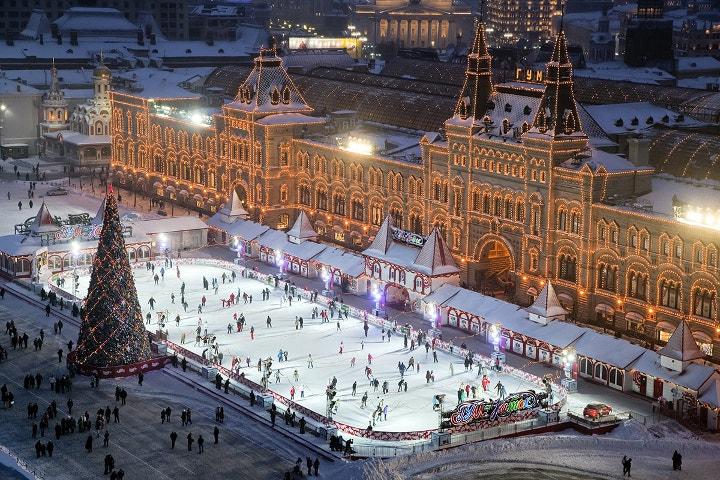 украшенная площадь в Москве