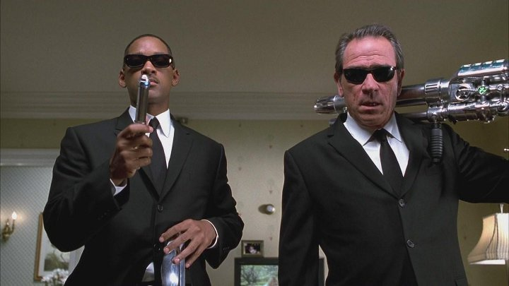 кадр из фильма людив черном 2