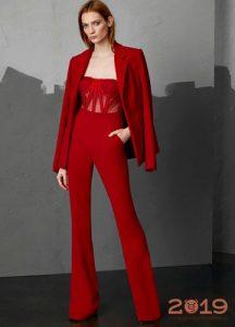 Модный костюм в красных тонах зима 2019