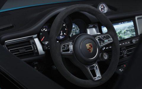 Руль нового Porsche Macan 2019