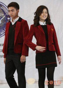 Красная школьная форма