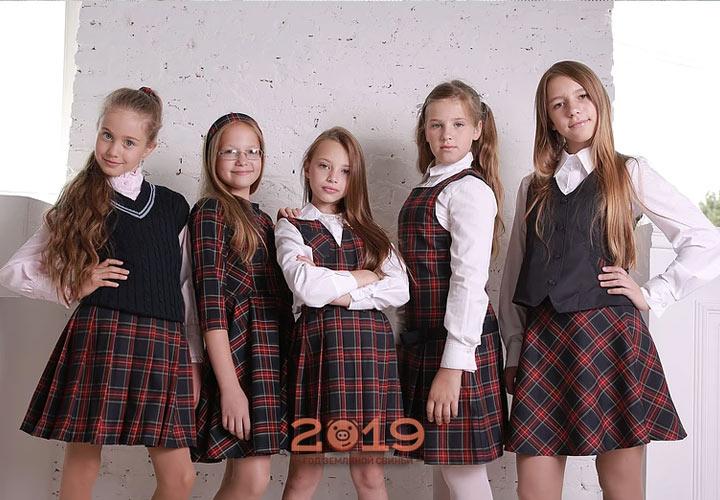 Бордовая клетка - тренд школьной моды 2019 года