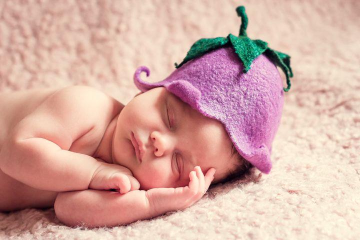 Новородженная девочка