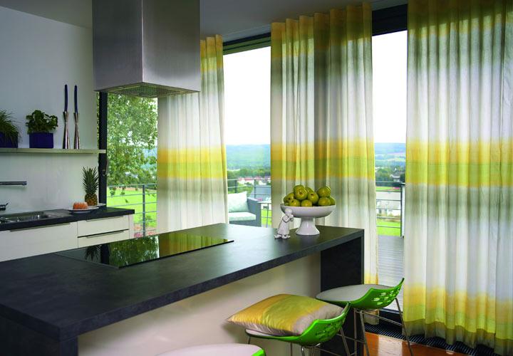 Современная кухня - выбираем модные шторы