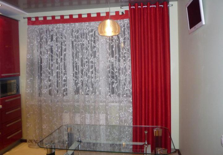 красно-белые шторы для кухни