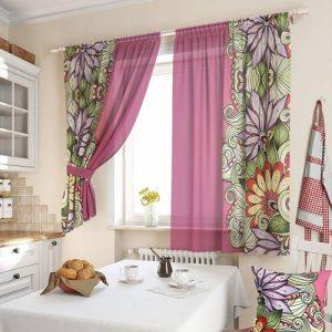 Нежная кухонная штора с цветами