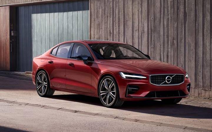 Новый седан Volvo S60 модели 2019 года