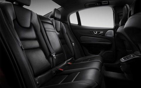 В салоне Volvo S60 2019