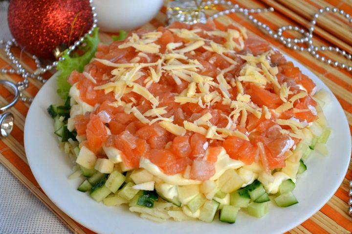 Новогодний салат с картофелем и рыбой