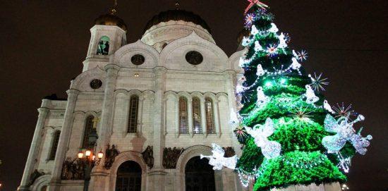 елка у Храма Спасителя