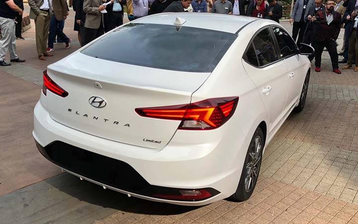Задняя оптика Hyundai Elantra 2019
