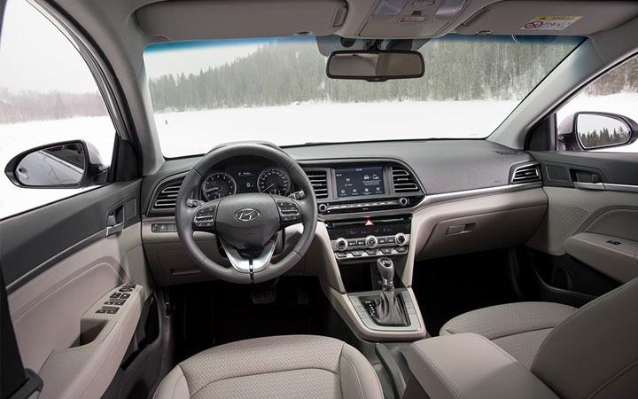 Hyundai Elantra 2019 интерьер