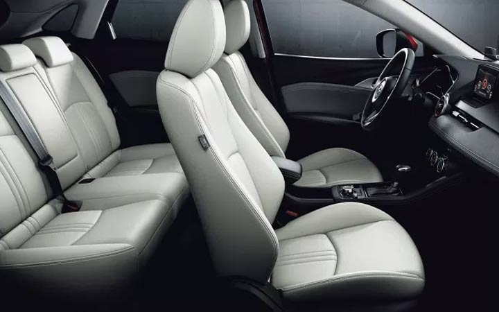 В салоне новой Mazda СХ-3 2019