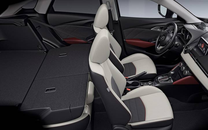 Салон Mazda СХ-3 2019 со сложенными сидениями