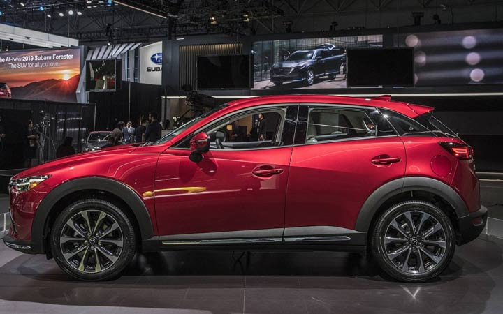 Кроссовер Mazda СХ-3 2019 года