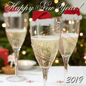 Новогодние бокалы открытка на Новый 2019 год