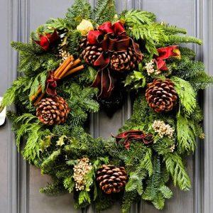 Как сделать новогодний венок на двери