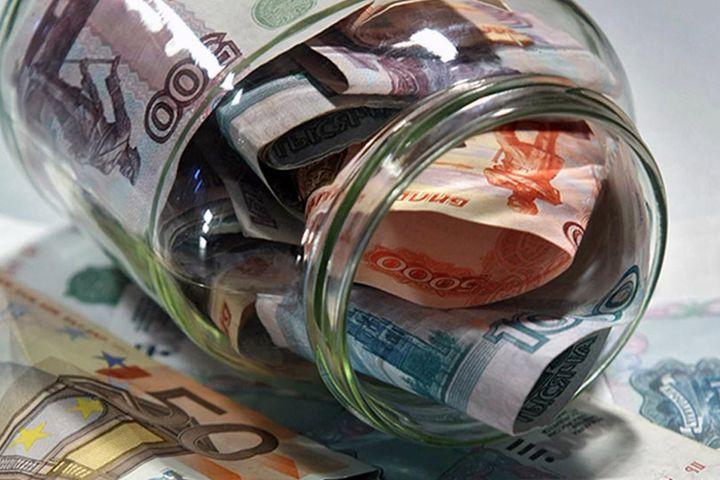 Рубли в стеклянной банке
