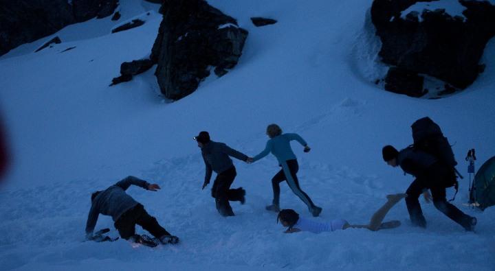 кадр из фильма Перевал Дятлова