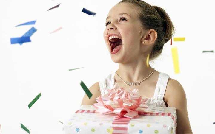 Новогодний подарок для сестры ребенка