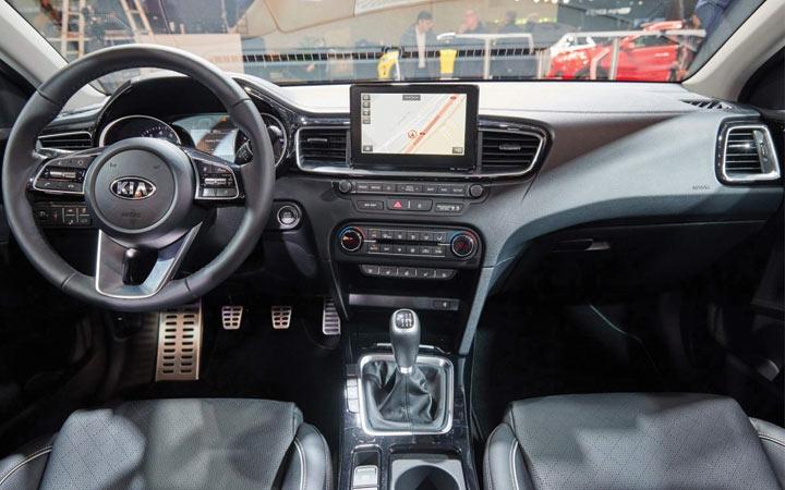 Интерьер Kia cee'd GT 2019 года