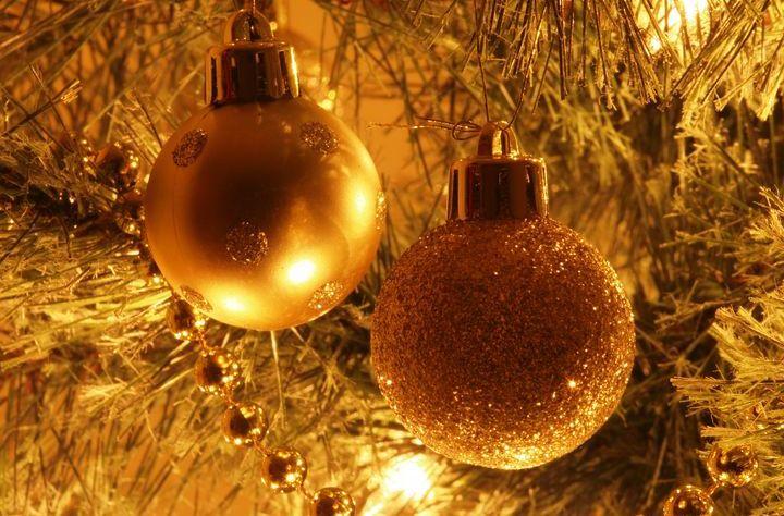 Золотые шарики на елке