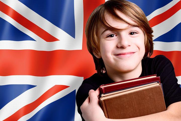Школьник готовится к ОГЭ по английскому