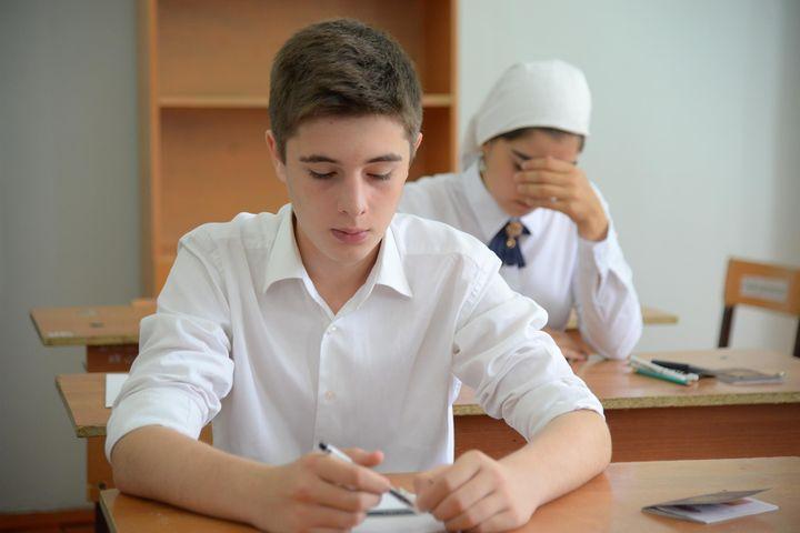 Школьники пишут ОГЭ по английскому языку