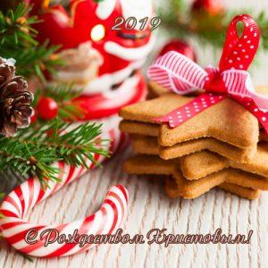 Рождественская открытка 2019 со сладостями