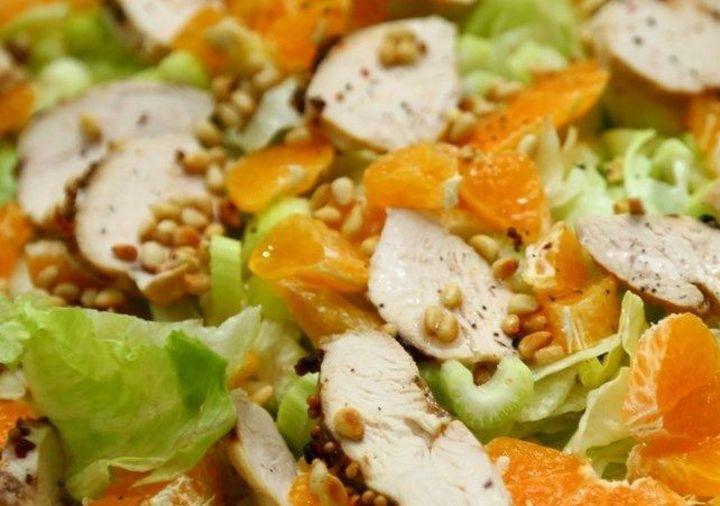 Салат из куриного филе с мандаринами