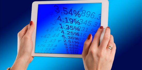 процентные данные на планшете