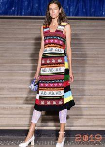 Модный сарафан 2019 года с этническим принтом