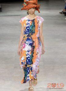 модный сарафан с абстрактным принтом