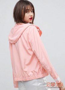 Тонкая розовая ветровка с капюшоном на 2019 год