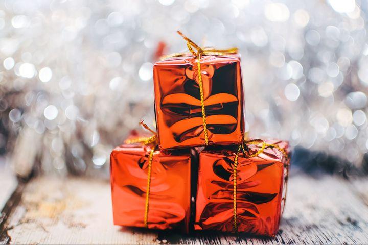 Три новогодних подарка в упаковке
