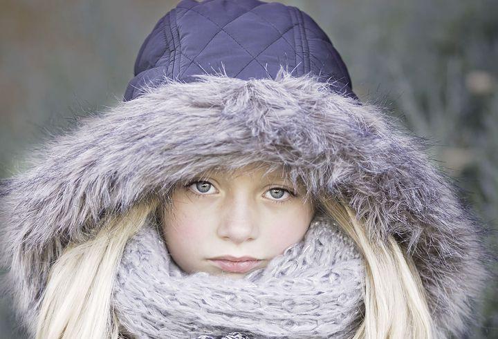 Девочка в теплой одежде