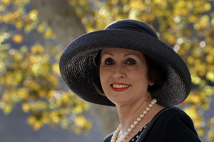 Женщина в черной шляпке