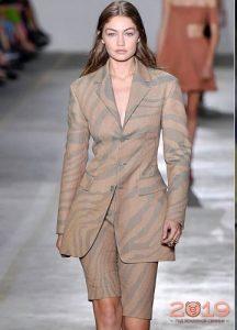 Шорты + пиджак мода 2019 года