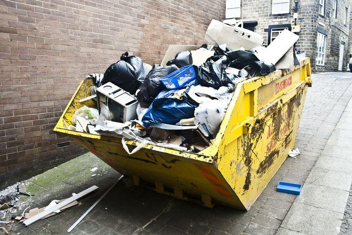 Контейнер полный мусора
