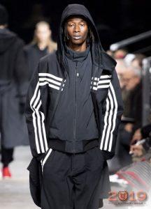 Черная спортивная куртка осень-зима 2019-2020