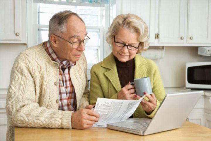 Пенсионеры на кухне