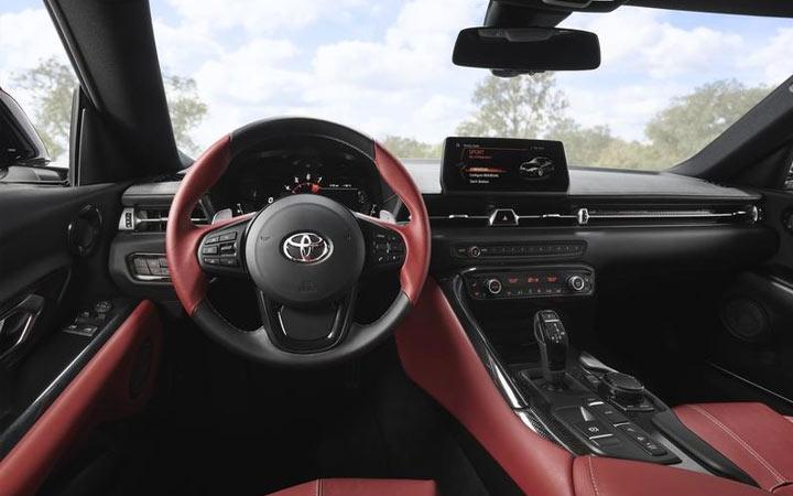 Интерьер Toyota Supra 2019 год